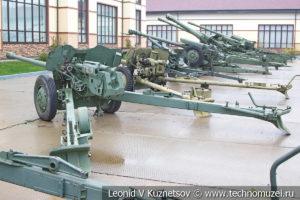 85-мм противотанковая пушка Д-48 1953 года в музее отечественной военной истории в Падиково