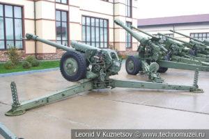 122-мм гаубица Д-30 1963 года в музее отечественной военной истории в Падиково