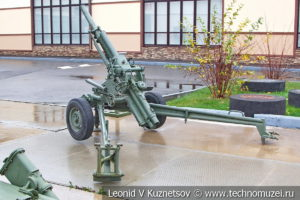 82-мм автоматический миномёт 2Б9 Василёк 1971 года в музее отечественной военной истории в Падиково