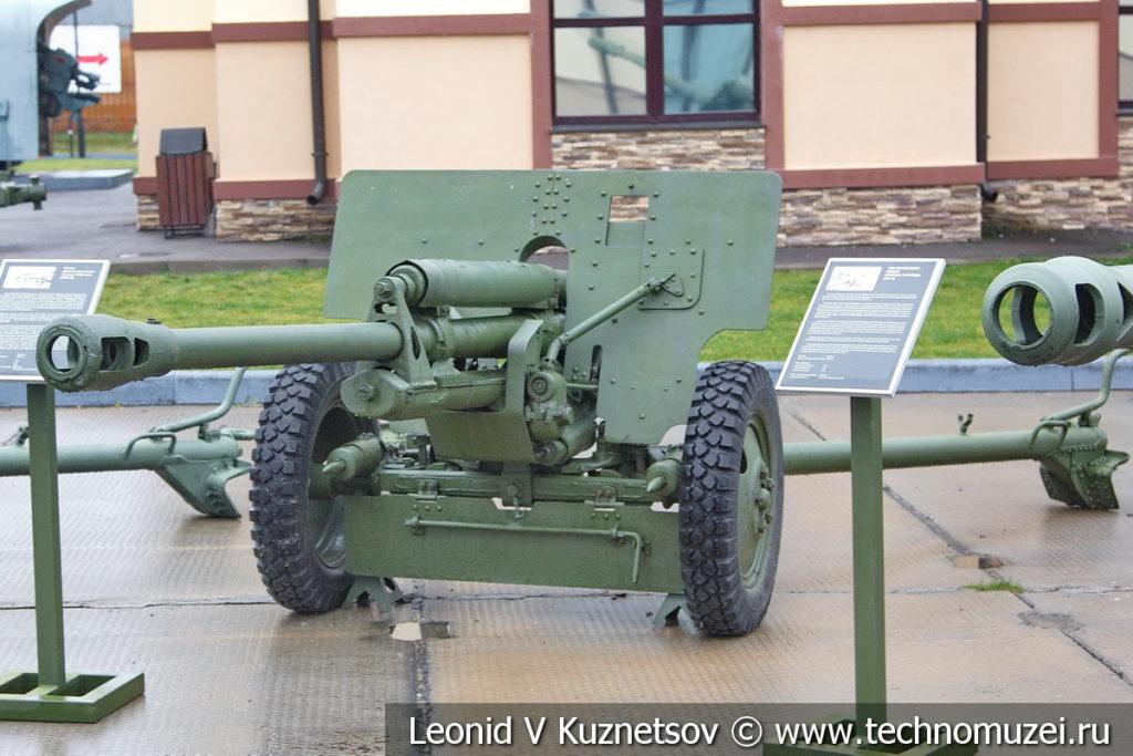76-мм дивизионная пушка образца 1942 года ЗИС-3 (52-П-354У) в музее отечественной военной истории в Падиково