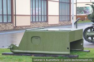 Оборонительно-наступательный бронеползунок изготовленный в блокадном Ленинграде в музее отечественной военной истории в Падиково