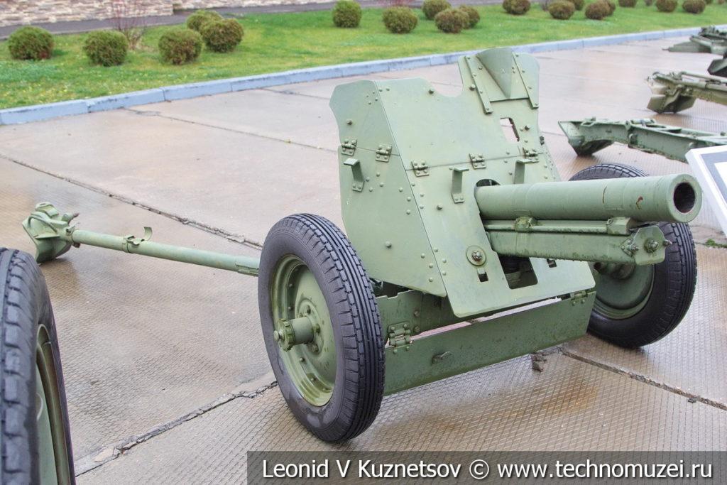 76-мм полковая пушка образца 1943 года ОБ-25 (52-П-344) в музее отечественной военной истории в Падиково