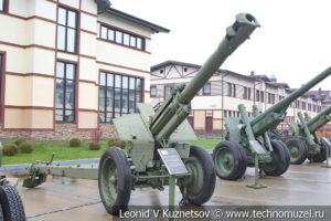 152-мм гаубица образца 1943 года Д-1 (52-Г-536А) в музее отечественной военной истории в Падиково
