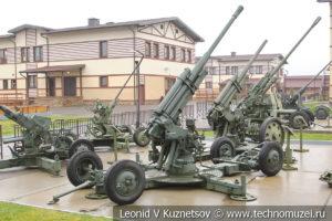 85-мм зенитная пушка образца 1939 года 52-К (52-П-366) КС-12 в музее отечественной военной истории в Падиково