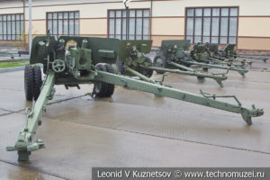 100-мм полевая пушка образца 1944 года БС-3 в музее отечественной военной истории в Падиково