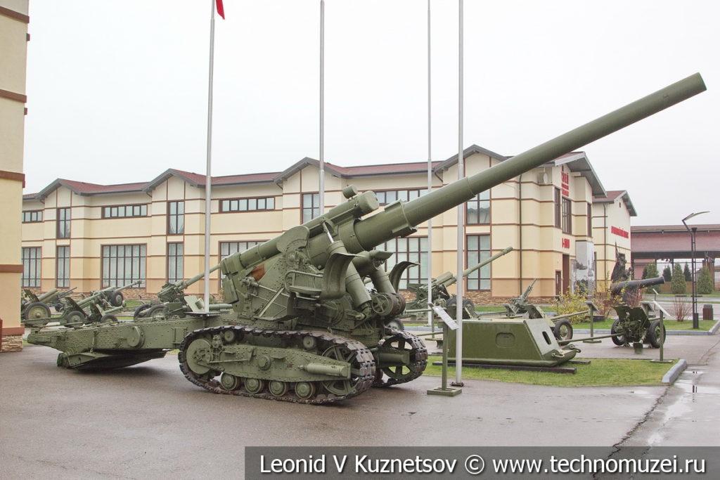 152-мм пушка образца 1935 года Бр-2 в музее отечественной военной истории в Падиково