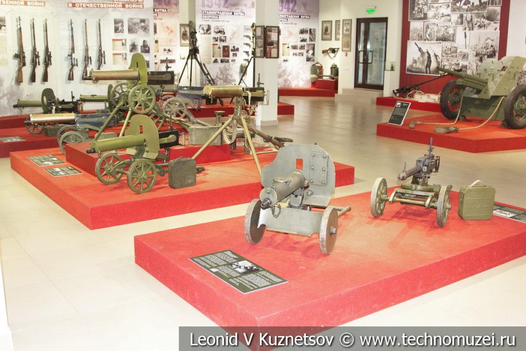 Коллекция пулемётов Максим разных лет выпуска и модификаций, выпускавшихся в России, в музее отечественной военной истории в Падиково
