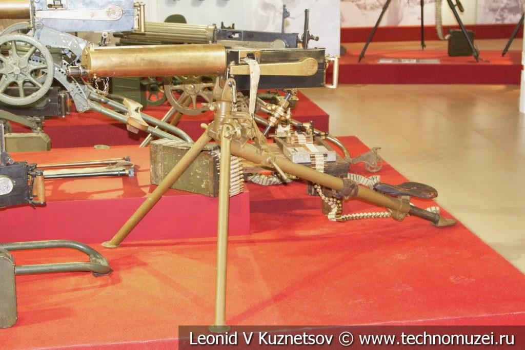 Пулемёт Максима усовершенствованного образца на станке-треноге Vikkers 1904 года в музее отечественной военной истории в Падиково