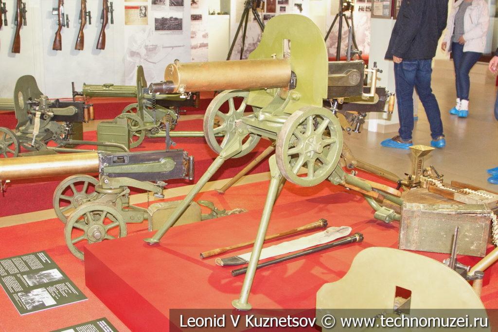 7,62-мм пулемёт Максима образца 1905 года на станке Соколова раннего образца (с откидными сошками) в музее отечественной военной истории в Падиково