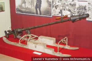 20-мм противотанковое ружьё РЕС образца 1942 года на лыжной повозке в музее отечественной военной истории в Падиково