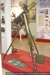 Пулемёт Максима на универсальном станке Владимирова в положении для стрельбы по воздушным целям в музее отечественной военной истории в Падиково