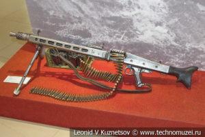 Немецкий 7,92-мм ручной пулемёт MG-42 в музее отечественной военной истории в Падиково