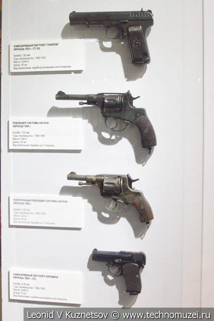 Пистолеты ТТ-33 и ТК и револьверы системы Нагана в музее отечественной военной истории в Падиково