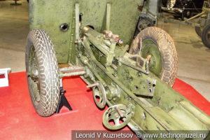 Невская сорокапятка упрощённая 45-мм противотанковая пушка на лафете проекта 7-33 в музее отечественной военной истории в Падиково
