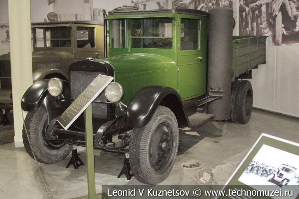 Газогенераторный грузовой автомобиль ЗиС-21 1938 года в музее отечественной военной истории в Падиково