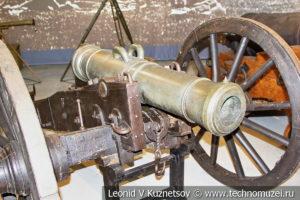 1/4-пудовый полевой единорог образца 1805 года на лёгком полевом лафете в музее отечественной военной истории в Падиково