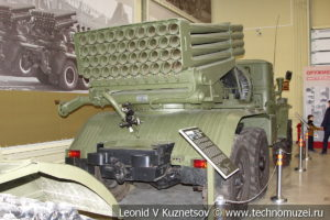 122-мм реактивная система залпового огня БМ-21 Град 9К51 1960 года в музее отечественной военной истории в Падиково