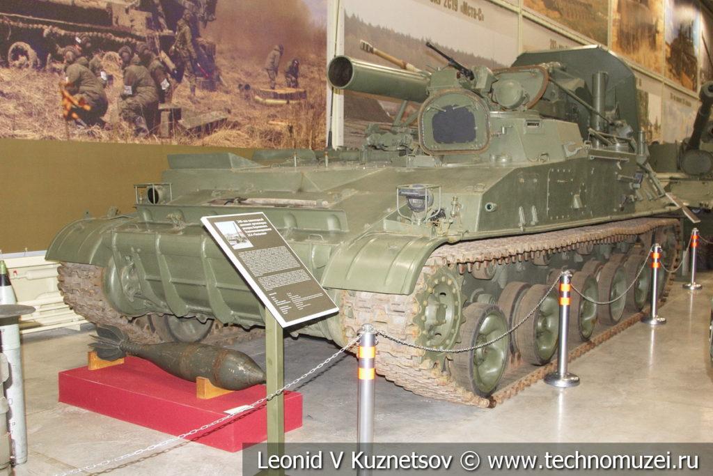 240-мм самоходный миномёт 2С4 Тюльпан 1969 года в музее отечественной военной истории в Падиково