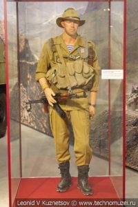 Прапорщик ВДВ в полевой летней форме в музее отечественной военной истории в Падиково