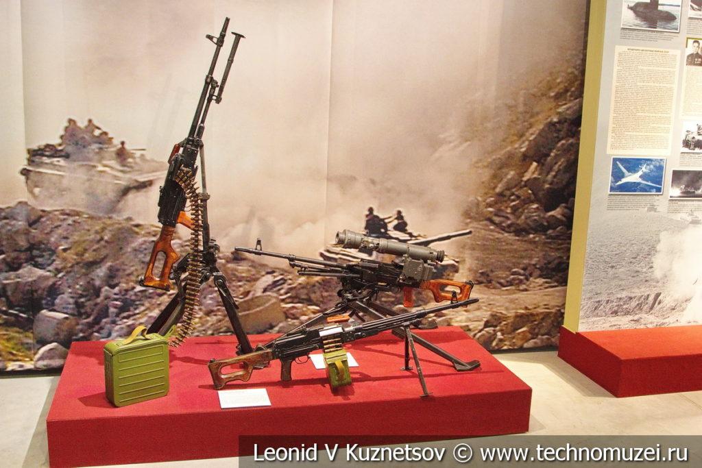 7,62-мм модернизированный пулемёт Калашникова ПКМ в музее отечественной военной истории в Падиково