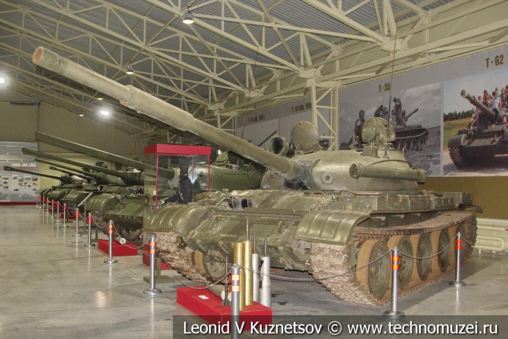 Т-62 Объект 166 средний танк 1961 года в музее отечественной военной истории в Падиково