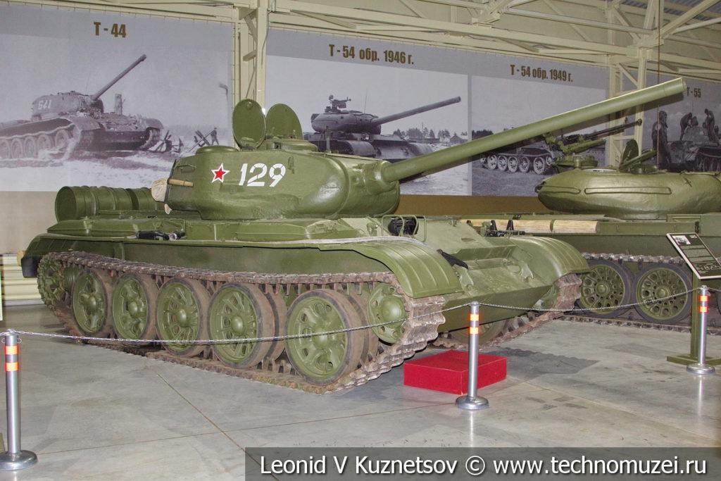 Т-44 Объект 136 средний танк 1945 года в музее отечественной военной истории в Падиково