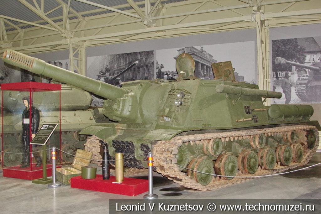 152-мм самоходная артиллерийская установка ИСУ-152 1943 года в музее отечественной военной истории в Падиково