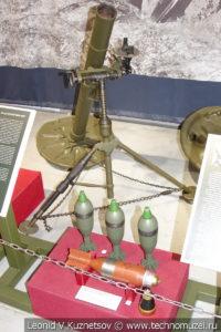 82-мм батальонный миномёт БМ-37 образца 1937 года в музее отечественной военной истории в Падиково