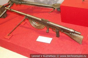 Французский 8-мм ручной пулемёт Chauchat MLE1915 в музее отечественной военной истории в Падиково