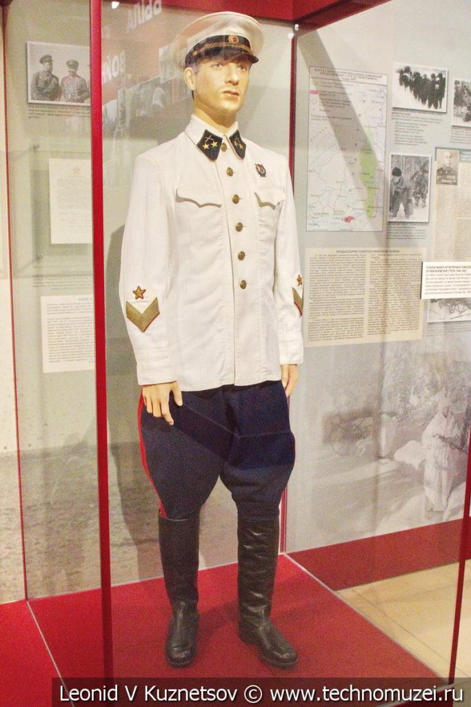 Генерал-майор артиллерии в повседневной летней форме (1940-1943) в музее отечественной военной истории в Падиково