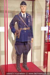Повседневная форма капитана ВВС со знаком за участие в боях на Халхин-Голе в музее отечественной военной истории в Падиково