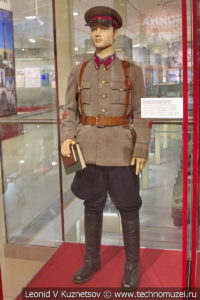 Повседневная форма старшего политрука пехотных войск в музее отечественной военной истории в Падиково