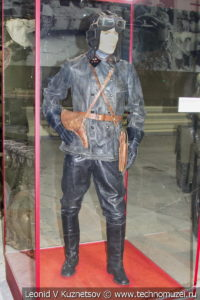 Старший сержант автобронетанковых войск в походной форме 1942 года в музее отечественной военной истории в Падиково