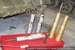 115-мм бронебойно-трассирующие подкалиберные выстрелы Т-62 в музее отечественной военной истории в Падиково