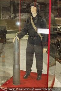 Рядовой танковых войск в полевой летней форме в музее отечественной военной истории в Падиково