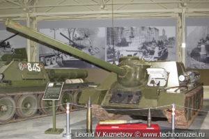 100-мм самоходная артиллерийская установка СУ-100 1944 года в музее отечественной военной истории в Падиково