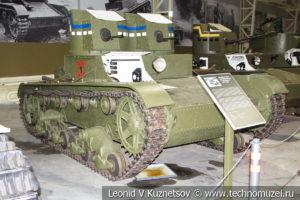 Т-26 лёгкий двухбашенный танк 1931 года в музее отечественной военной истории в Падиково