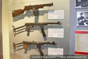 Пистолеты-пулемёты Ленинградского производства ППД-40 упрощённой конструкции, ППС-42 и ППС-43 в музее отечественной военной истории в Падиково