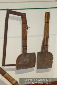 Комбинированная сапёрная лопата-пила конструкции А. П. Собашникова в музее отечественной военной истории в Падиково