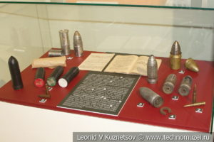 Образцы гранат для винтовочного гранатомёта в музее отечественной военной истории в Падиково