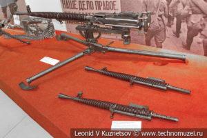 Образцы сменных стволов пулемётов ДС в музее отечественной военной истории в Падиково