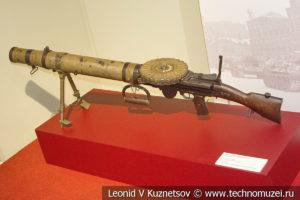 Английский 7,7-мм ручной пулемёт Lewis в музее отечественной военной истории в Падиково