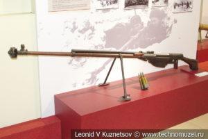 Противотанковое ружьё образца 1941 года ПТРС конструкции Симонова в музее отечественной военной истории в Падиково