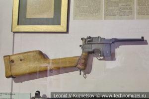 Пистолет Mauser C96 в музее отечественной военной истории в Падиково
